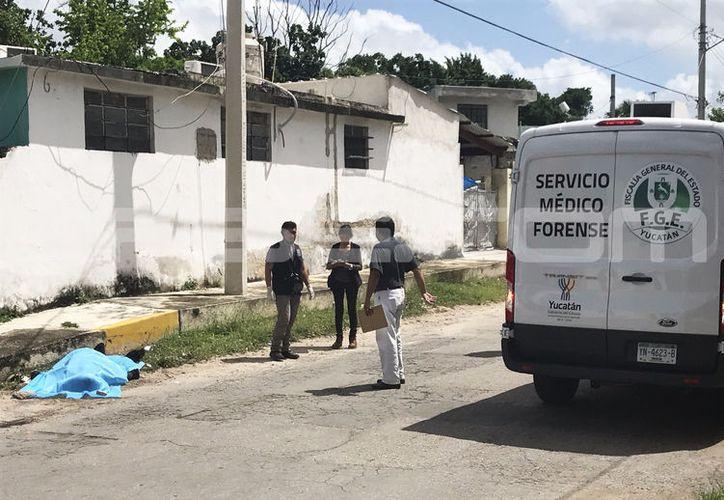 El cuerpo del inforturnado quedó en plena calle. (SIPSE)
