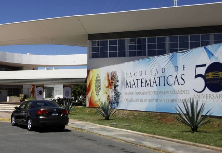 La Facultad de Matemáticas se prepara para su aniversario. (Milenio Novedades)