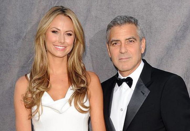 La modelo Stacy Keibler cortó al actor George Clooney. (Just Jared)