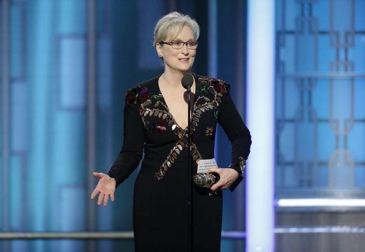 Meryl Streep criticó el comportamiento de Trump hacia los extranjeros y recordó la burla que el Presidente electo realizó contra un periodista que tiene discapacidad física. (Paul Drinkwater/AP)
