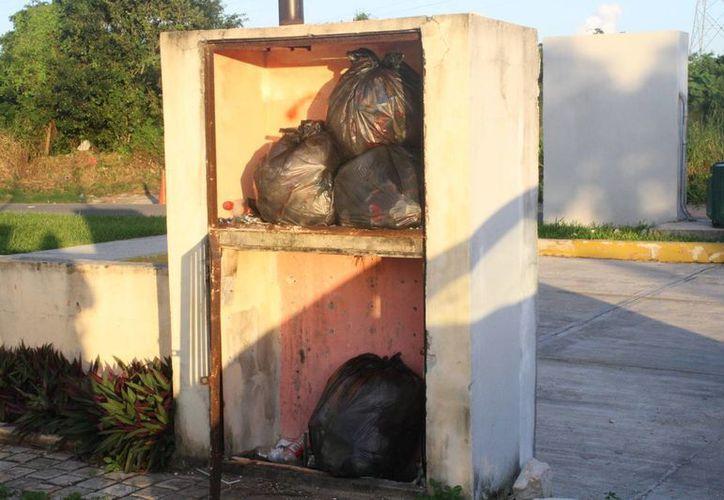 Algunos vecinos han optado por deshacerse de la basura para evitar el acumulamiento. (Loana Segovia/SIPSE)