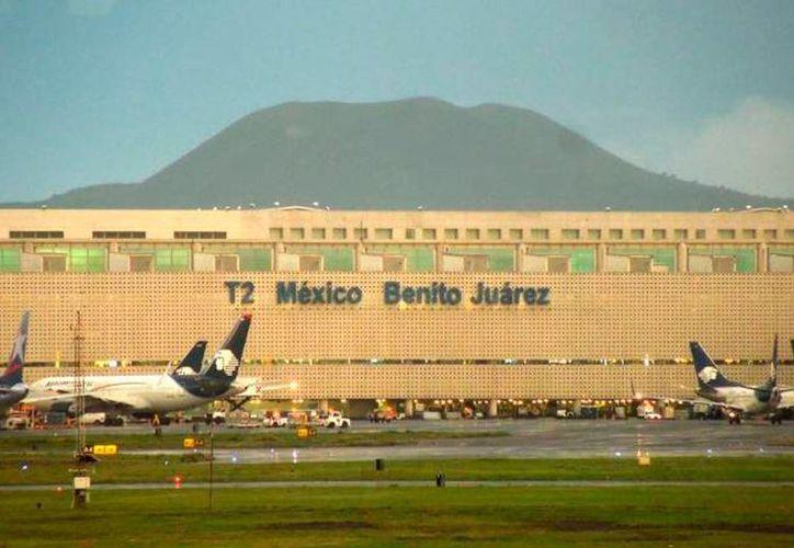 En Venezuela, 10 personas fueron detenidas, acusadas de traficar 600 kilos de droga que fueron decomisados en el aeropuerto internacional de la Ciudad de México (foto). (Archivo-Christian Coquet/SIPSE)