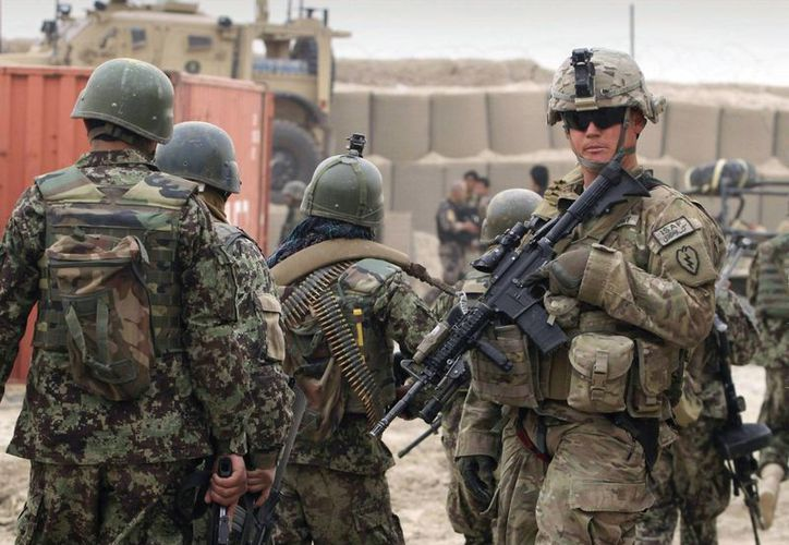El periodista Matt Kennard cree que supremacistas blancos se integraron al Ejército para acceder a las armas y formación castrense. (Archivo/AP)