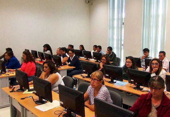 Este fin de semana se aplicó el examen de evaluación para maestros en varios estados del país; excepto en Oaxaca y en Michoacán, donde fue suspendido por la SEP por falta de condiciones. (Excelsior)