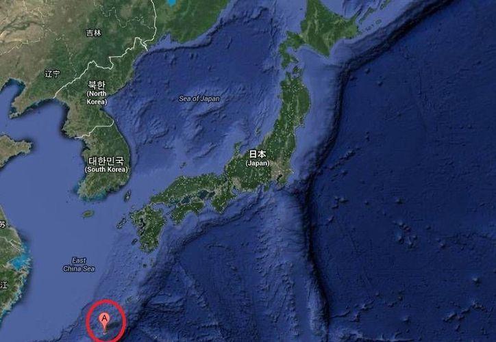 El terremoto se registró en las islas Ryukyu (parte inferior del mapa) en Okinawa, a 120 kilómetros de profundidad y a 110 kilómetros al noroeste de la ciudad de Nago. (Google Maps)