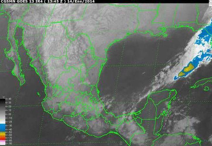 Los remanentes de la vaguada prefrontal débil localizada al norte de la Península de Yucatán impulsa aire marítimo tropical con moderado contenido de humedad . (Conagua)