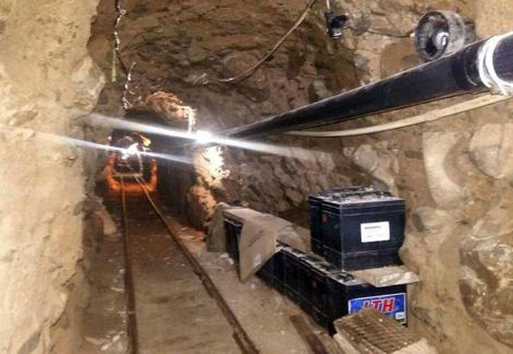 El túnel está habilitado con vigas metálicas para evitar su derrumbe, un sistema de iluminación y ventilación viable con baterías de automóvil y un mecanismo de rieles para mover una plataforma de carga. (CNS)