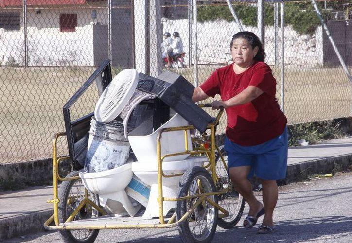 En la segunda campaña de descacharrización masiva, efectuada en Mérida, se recopiló mil 515.2 toneladas de reservorios que atentaban contra la salud de la población. (Archivo SIPSE)