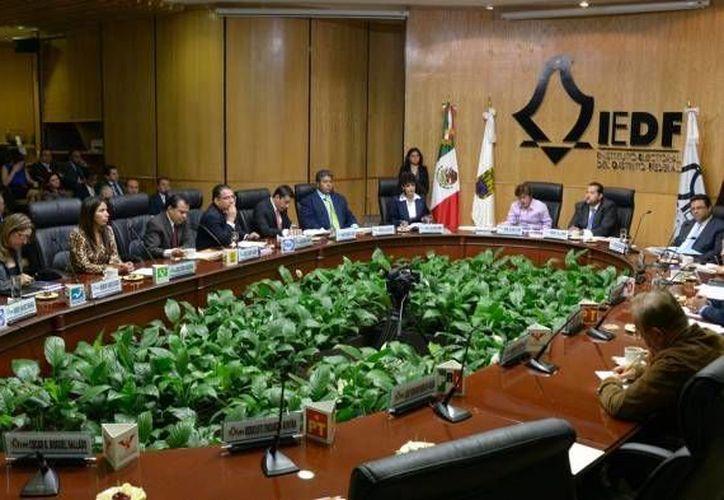 El Instituto Electoral del Distrito Federal durante una de sus sesiones. (elgolfo.info)