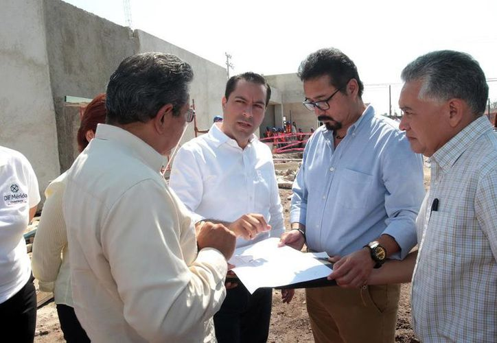 """El alcalde Mauricio Vila Dosal recorrió las obras del centro """"Renacer"""". (Milenio Novedades)"""