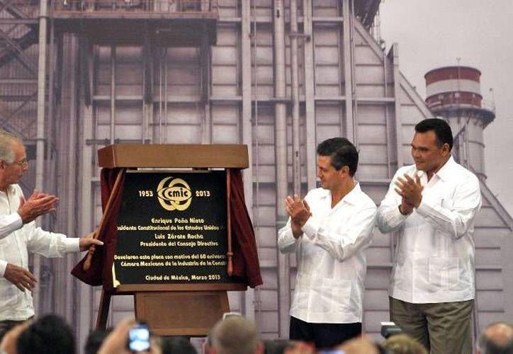El gobernador Rolando Zapata acompañó al presidente Enrique Peña en su  vista a Yucatán, donde participó en la Reunión Nacional de Comunicaciones y Transportes. (Cortesía)