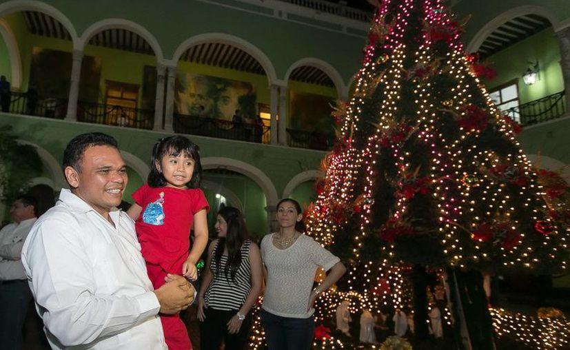 El gobernador Rolando Zapata encabezó el inicio de los festejos decembrinos en Palacio de Gobierno. (Milenio Novedades)