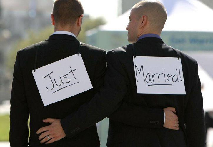 En varios países de Europa las bodas gay y las adopciones han sido bien acogidas, pero en otros como Portugal esto último todavía no se permite. (ovejarosa.com)