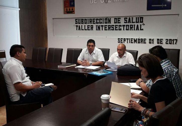 El coordinador del área de Inclusión de Personas con Discapacidad del DIF presentó pruebas de sus acusaciones. (Gustavo Villegas/ SIPSE)