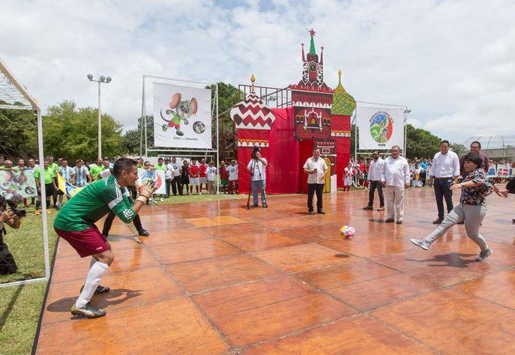 A la par con la Copa Mundial Rusia 2018, ayer inició el Mundialito del Cereso. (Foto: Milenio Novedades)