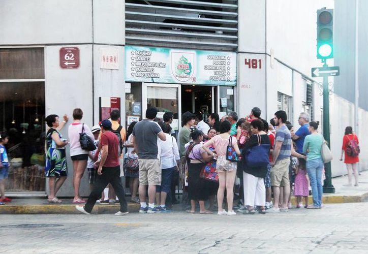 Turistas en general llenan restaurantes en el centro de Mérida. (Milenio Novedades)