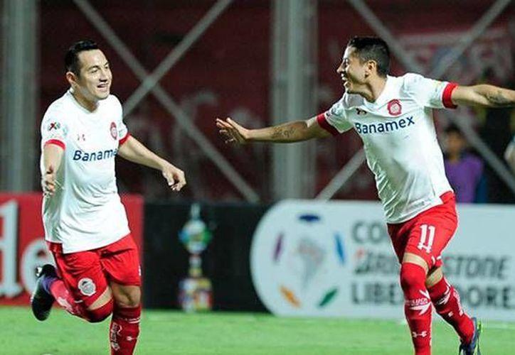 Carlos Esquivel (11) celebra el gol que representó el empate de los Diablos Rojos del Toluca ante el San Lorenzo de Almagro, este miércoles en la Copa Libertadores. (Facebook: Toluca)