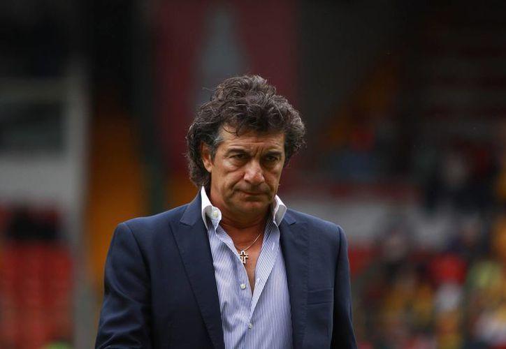 Rubén Omar Romano no pudo con el paquete. (Agencias)