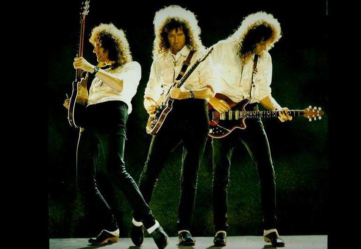 A pesar de los años Brian May sigue manipulando la guitarra como en los mejores tiempos de Queen, con Freddy Mercury al frente. (Facebook/Brian May)