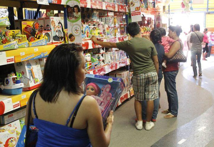 Invitan a los padres a comparar precios y exigir a los proveedores que los exhiban. (Jesús Tijerina/SIPSE)