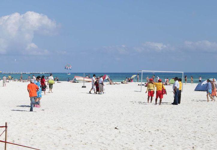 Las playas carecen de regaderas, baños, vestidores. (Adrián Barreto/SIPSE)