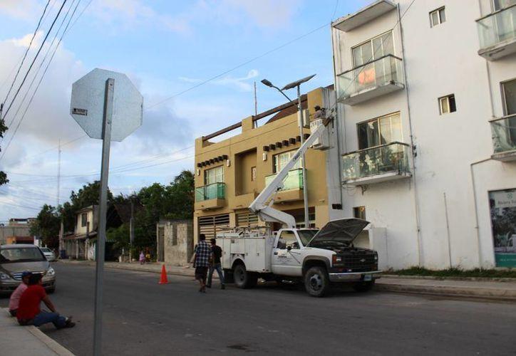 El alumbrado público para la avenida Cobá Sur, donde no han empezado los trabajos, serán colocadas luminarias tipo led. (Sara Cauich/SIPSE)