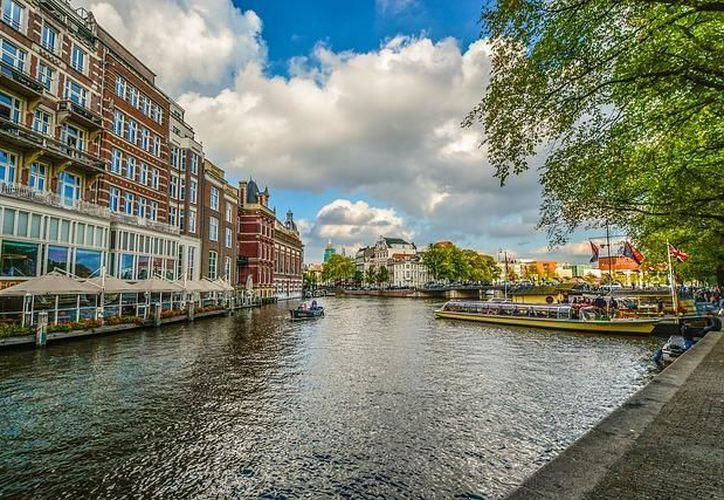 En Ámsterdam puedes dar paseos en bicicleta. (20 minutos)