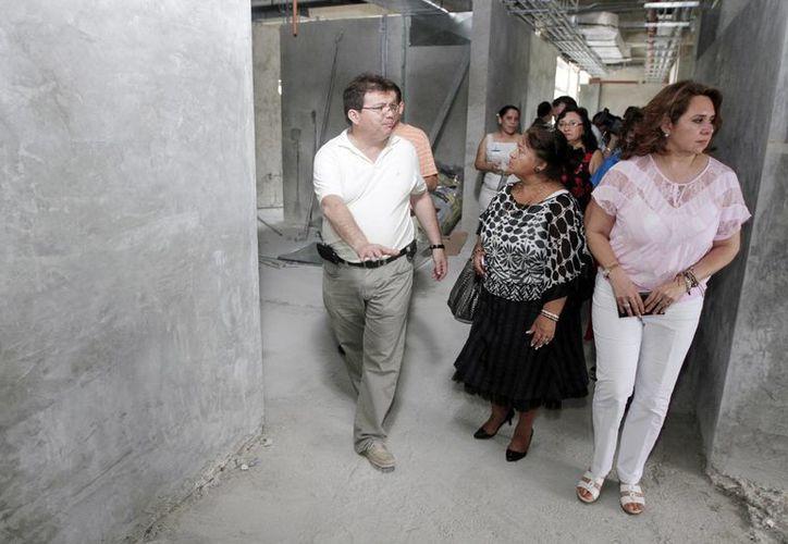Autoridades y asociaciones civiles recorren los trabajos de mantenimiento en el Hospital O´Horán. (Milenio Novedades)