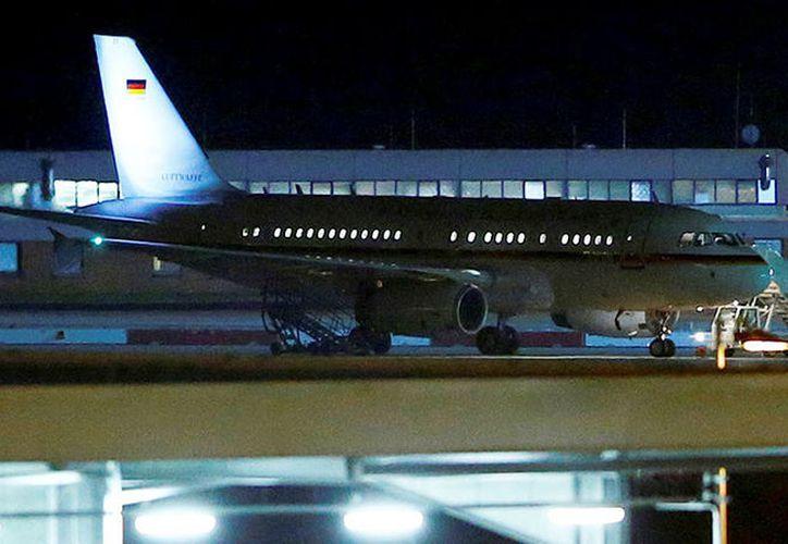 El avión tuvo que aterrizar de emergencia en Colonia, Alemania. (RT)