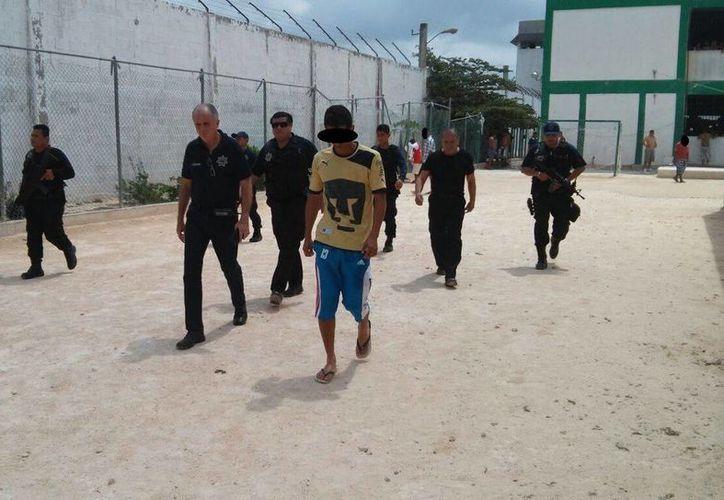 Directivos de la Secretaría Estatal de Seguridad Pública dieron un recorrido por la cárcel de Cancún. (Cortesía/SIPSE)