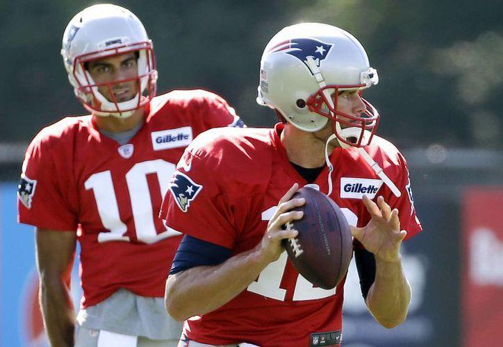Tom Brady (c), de 39 años, está listo para volver a jugar en la NFL. (AP)