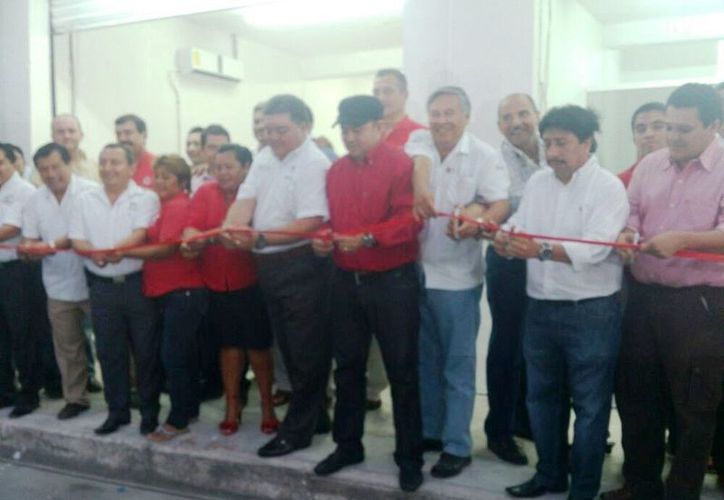 Los funcionarios asistieron a la inauguración de las nuevas oficinas del Comité Directivo Municipal. (Rossy López/SIPSE)