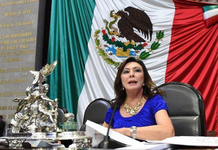 La diputada Beatriz Zavala Peniche considera que debe garantizarse que no habrá pretextos, como la falta de presupuesto, para que no se cumpla la cobertura universal de salud a mujeres embarazadas. (SIPSE)