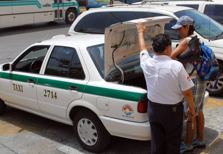Señalan que los choferes están cobrando cinco pesos de más. (Israel Leal/SIPSE)