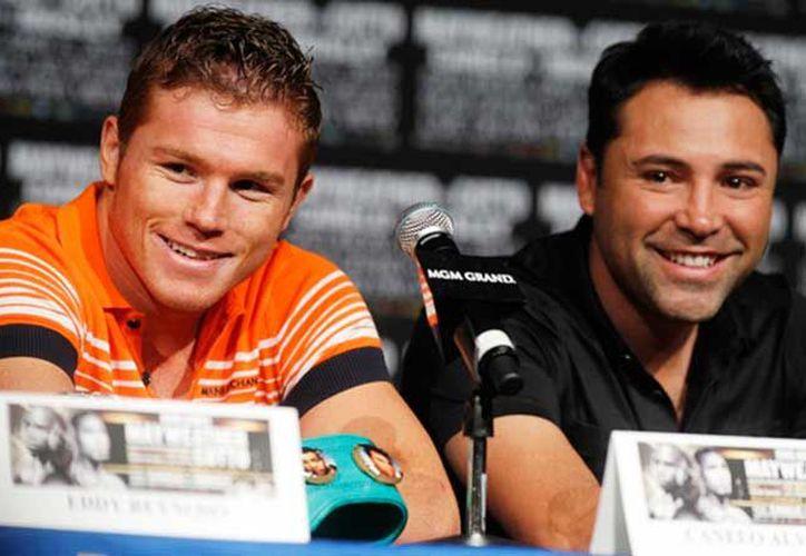 Oscar de la Hoya enfrentó complicadas negociaciones para 'amarrar' la pelea. (Internet)