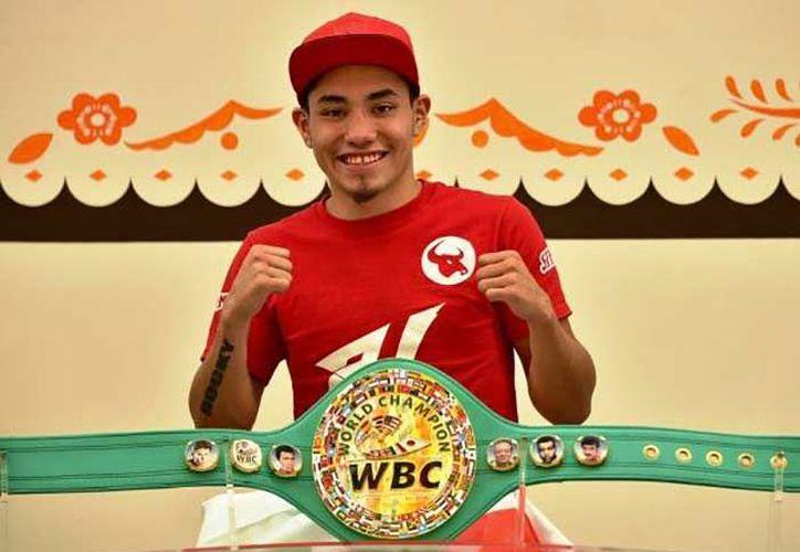 """Eduardo """"Rocky"""" Hernández, a sus 19 años, ha tenido 27 peleas dentro de la categoría superpluma. (Contexto)"""