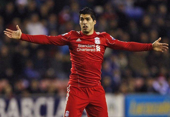 Suárez recibió uno de los mayores castigos en la historia del fútbol inglés por conducta antideportiva en la cancha. (Agencias)