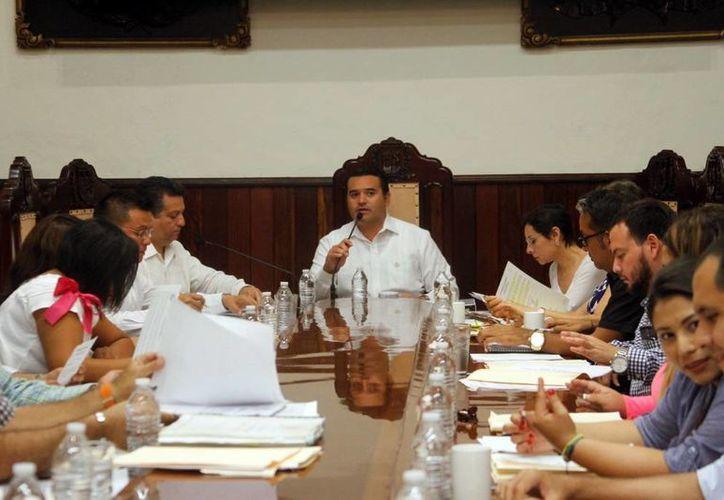 Imagen de la sesión que realizó en el Ayuntamiento de Mérida, donde se aprobaron los subsidios para la Central de Abastos. (César González/SIPSE)
