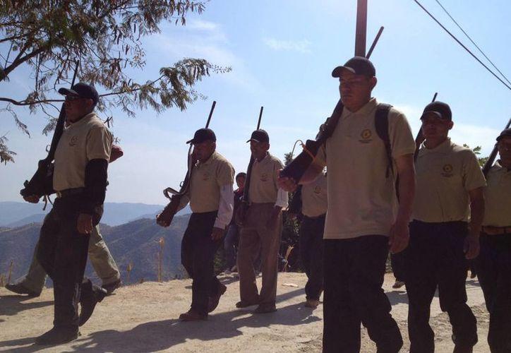 Autoridades tratan de persuadir a los grupos de autodefensa de unirse a la policía comunitaria. (Archivo Notimex)