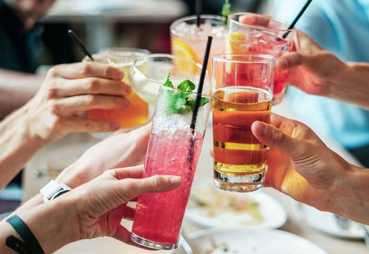 Los investigadores recomendaron un consumo moderado de alcohol para minimizar el el riesgo de desarrollar enfermedades cardiovasculares. (RT)
