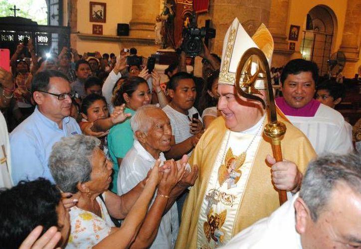 En homilía correspondiente al fin del año, el Arzobispo Emérito, Emilio Berlie manifestó que  'pensemos en las cosas que se fueron con el año y los años que pasaron... y pongámoslas en manos Dios'. (SIPSE/Foto de archivo)