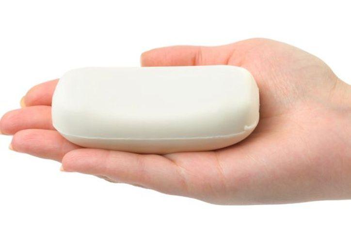 Todos creemos que la mejor manera de quitar la sensación pegajosa de nuestras manos y casi todo el cuerpo es limpiándonos con jabón. (Contexto/Internet).