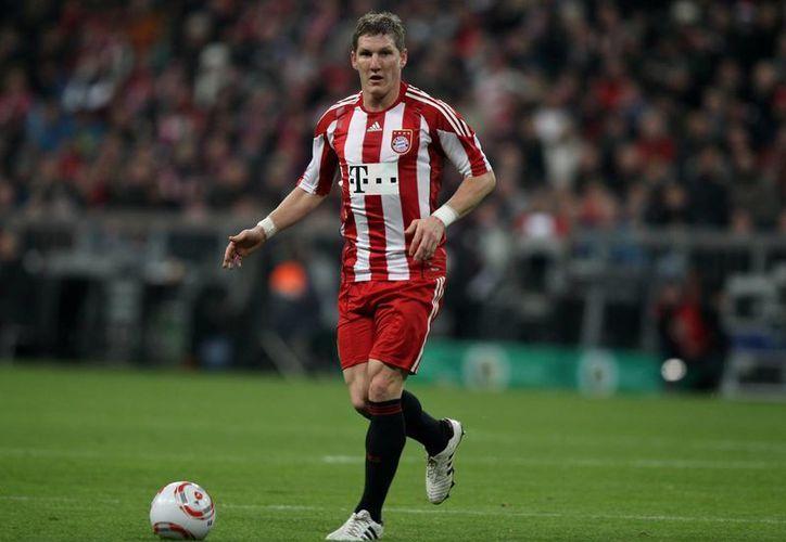Tras 17 años con Bayern Munich, Bastian Schweinsteiger ahora jugará con Manchester United. (talksport.com)
