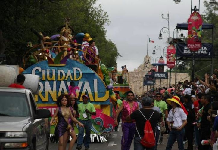 Al interior de plaza carnaval se pondrá énfasis en la vigilancia en el área de estacionamiento. (Milenio Novedades)