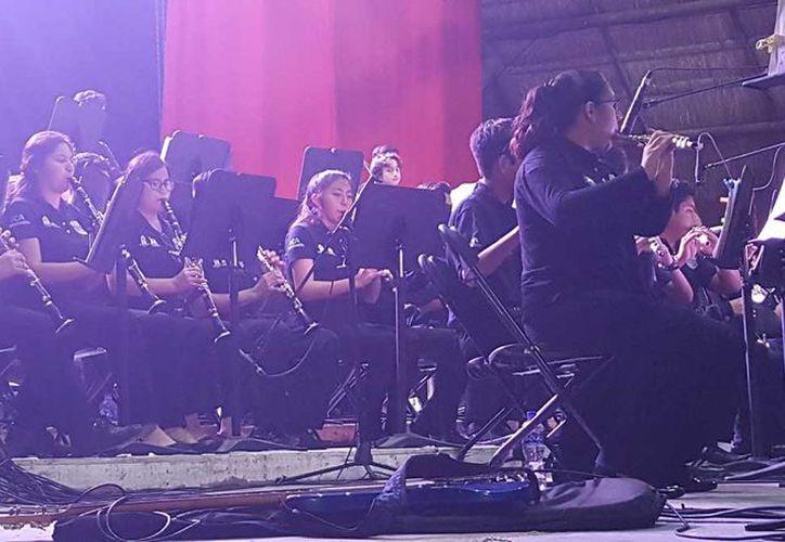 """La Orquesta Sinfónica Juvenil interpretó el soundtrack de la cinta """"Star Trek"""" y del """"Expreso Polar"""". (Foto: Jocelyn Díaz)"""