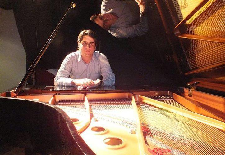 Francisco Hernández Bolaños es pianista becario del Fonca-Conaculta. (Redacción/SPSE)