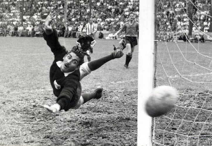 'La Tota' Antonio Carbajal asegura que si le hubieran marcado cinco goles en un solo partido, él se hubiera retirado del futbol. (codigosnews.com)