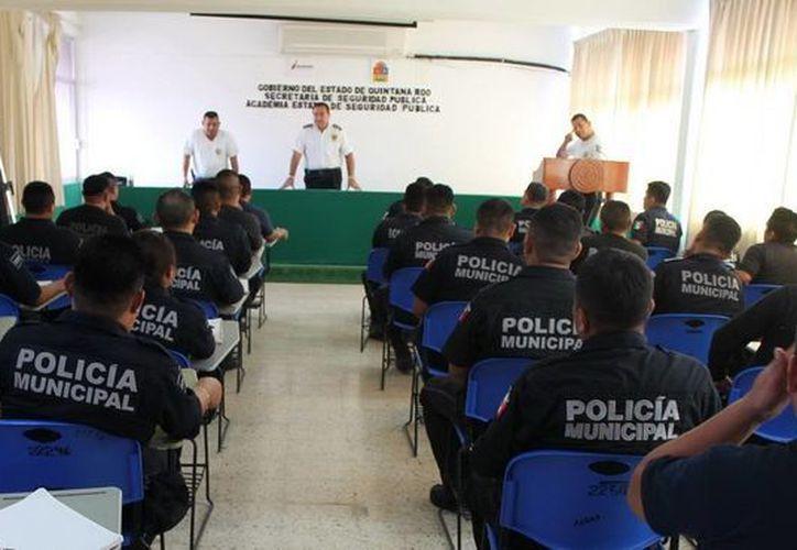 Los policías que obtuvieron resultados favorables en las pruebas,  recibieron la certificación correspondiente. (Benjamín Pat/SIPSE)