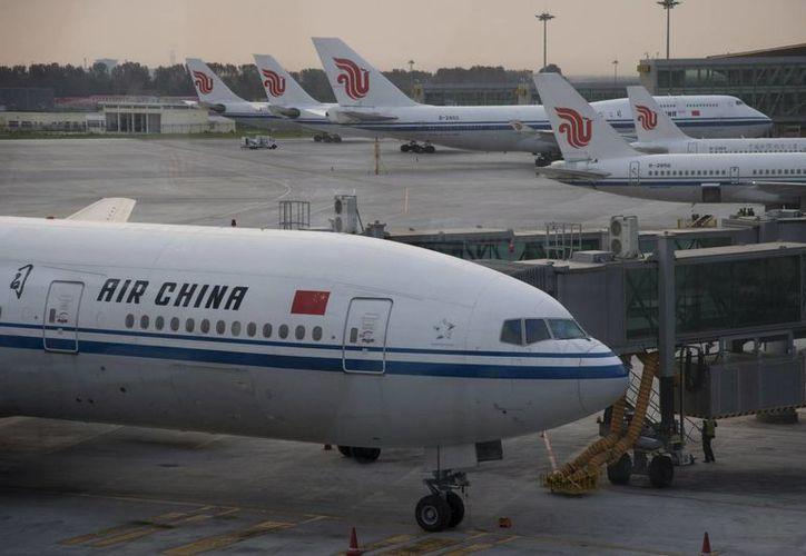 El aeropuerto fue inmediatamente cerrado después del accidente. (Archivo/EFE)