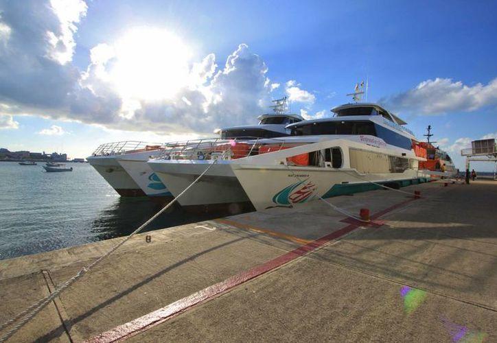 Los dos catamaranes con los que operará Barcos Caribe llegaron ayer a Cozumel. (Gustavo Villegas/SIPSE)